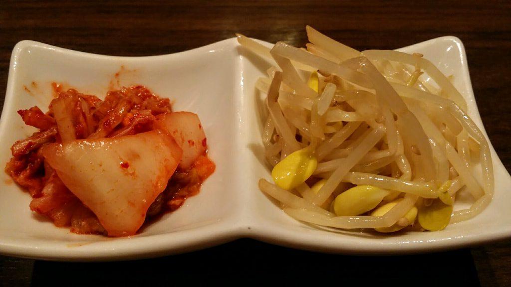 「月島屋」大盛り焼肉定食キムチとナムル